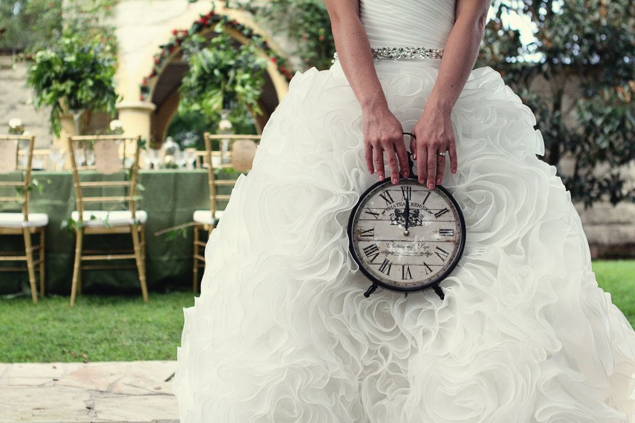 sposa con orologio tema matrimonio tempo