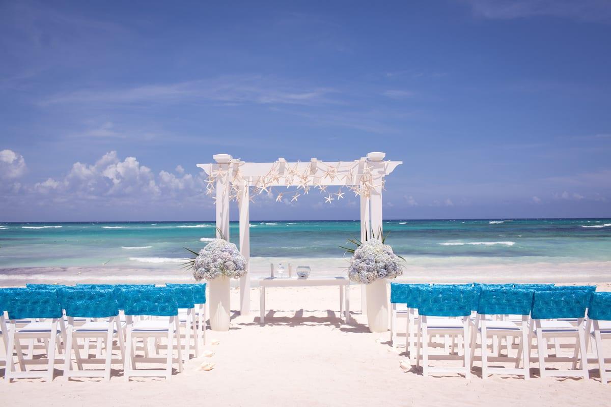 Matrimonio In Spiaggia Total White : Idee per la cerimonia nuziale sulla spiaggia
