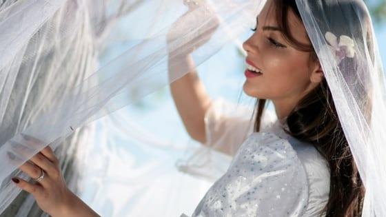 b694b68ea16b Indossare il velo da sposa per la cerimonia civile