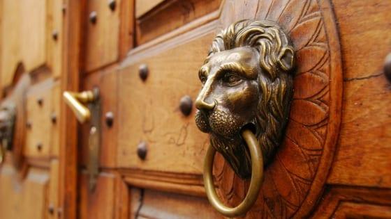 porta con i leoni
