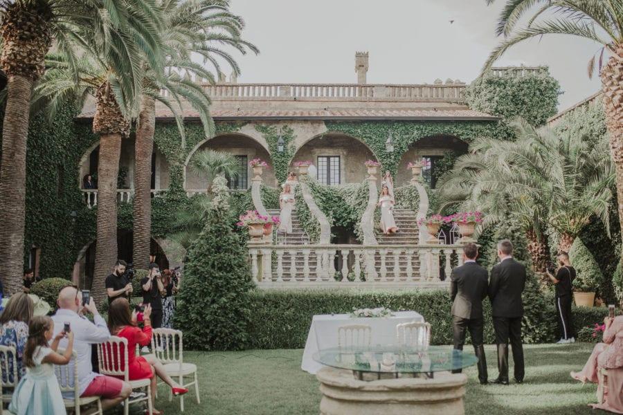 matrimonio civile tra lecce e brindisi: l'arrivo della sposa dalle scale del giardino