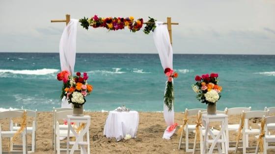 Cerimonia nuziale sulla spiaggia