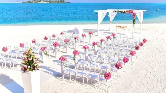 Sposarsi con rito civile sulla spiaggia: qual è la procedura da seguire?